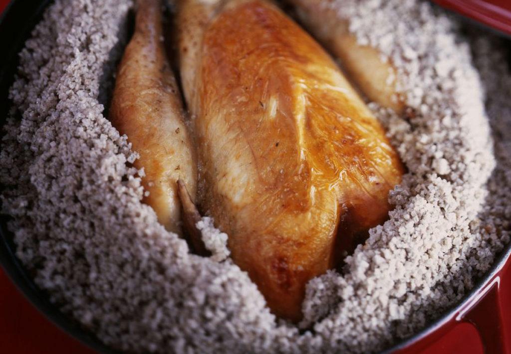 Poulet en croute de gros sel